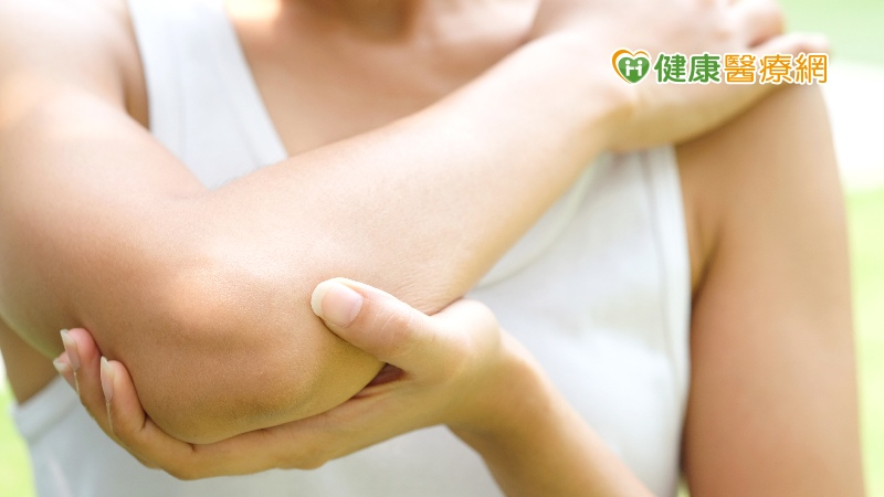 手部勢錯了當心惹「網球肘」上身! 骨科醫速解緩疼痛作法